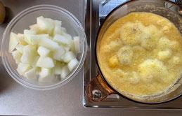パイナップルと冬瓜を煮詰める