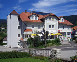 Unser kleines Hotel ist der optimale Ausgangspunkt im Böhmerwald für Ihren Aktivurlaub im Sommer und Winter. Mit Sonnenterrasse und kleinem Wellnessbereich bleiben keine Wünsche offen.