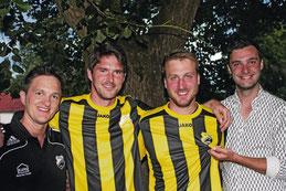 von links: Vorsitzender Sport Martin Schultes, Trainer Thomas Feigl, Spieler Daniel Rieger, Abteilungsleiter Josef Deisenrieder