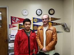 Y.E.Sオフィスにて学生スタッフと記念撮影