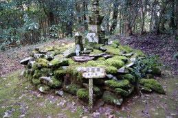 宝篋印塔(源直公墓)