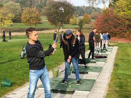 Wie funktioniert Golftourismus? Was sind die Trends im Golfsport? Das haben unsere Sportmanagement-Studenten auf dem Golfplatz Schloss Langenstein erfahren.