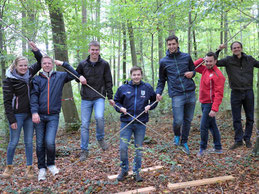 Der Masterstudiengang internationales Sportmanagement beinhaltet auch Teamtraining im Mainauwald bei Professor Dr. Klaußner