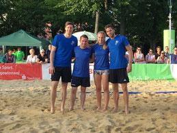 Studenten aus dem Studiengang Sport- und Eventmanagement beim Beachvolleyball