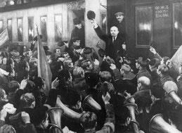 (Lenin spricht vom Zug)