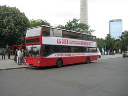 Es gibt (mit an Sicherheit grenzender Wahrscheinlichkeit) keinen Gott - Buskampagne Berlin. Bild: Hanno Böck