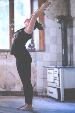 Yoga Asana Uttanasana Vinyasa Flow