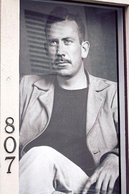 John Steinbeck ist nach wie vor omnipräsent auf der Cannery Row (Foto: Christian Düringer)