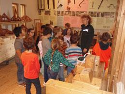 Kinder im Holz-Technik Museum Wißmar