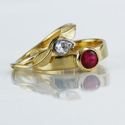 'Two Mini Leaves' Ring in 18ct and 9ct Yellow Gold