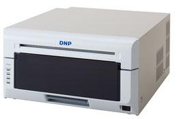<新世代昇華型プロ用大判フォトプリンター「DP-DS820」>