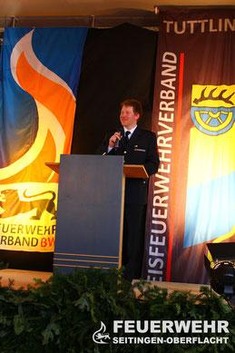 Kommandant Ulrich Zepf begrüßt die Festgäste