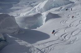 Gletscherabfahrt direkt unter der Eiger-Südwand