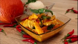 Rotes Thai Curry Hähnchen Kürbis