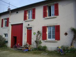 """Façade avant du gîte """"Logis des Côtes"""""""