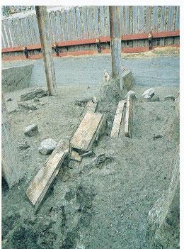 板材を並べた工事用道路