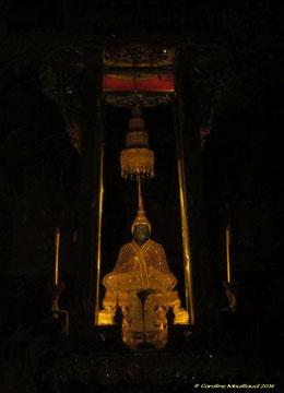 Le Bouddha d'Emeraude mesure 66 cm seulement.
