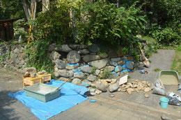 補修中の石垣