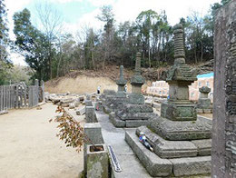 被害を逃れた小早川隆景の墓