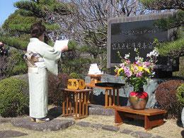 開祖曽山先生碑前にて「大会成功祈願奏上」