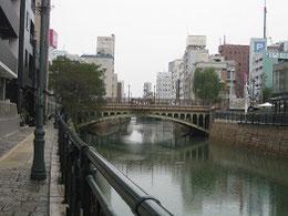 堀川と納屋橋(橋の左手前に得月楼)