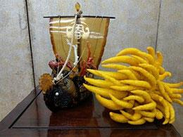 鼈甲の宝船と佛手柑(黄金の波に乗る)