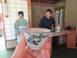 茶碗にも歴史がある(明月亭にて)   島村幸忠氏の煎茶をいただく。