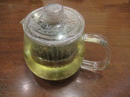 一ポット300円。けっこう香の高いお茶。