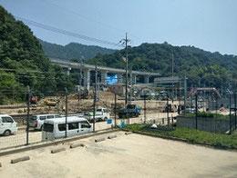 JR呉線沿線は坂、小屋裏、天応、安浦で甚大な被害が出た。報道されていない地域での被害も少なくない。写真…被害の大きかった水尻駅付近は呉線のレールが見えない