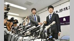 藤井四段と師匠の杉本昌隆七段        NHKニュース