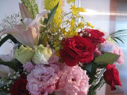福山誠之館同窓会からいただいたお花    よい香りと美しさに癒されながら…