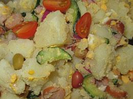 マヨネーズで和える直前のポテトサラダ