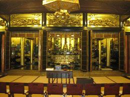 本堂内部・小屋組み、格天井など 此の造形が評価され国登録文化財となった