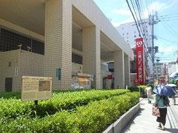 三菱UFJ信託銀行          左に薩摩藩蔵屋敷説明版 ネットより