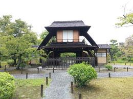 渉成園内にある石川丈山作庭、       中国風の建物や煎茶席用の 建物の文人邸