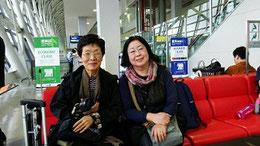 二年前杭州出発前。以後石村に引っ張りまわされることを知らない姉と進藤多万さん。