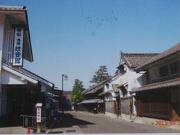 鳴海宿有松。右側の建物が井桁屋。