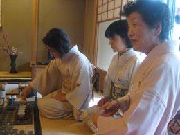 右端が主催者の石村良雪(良子)先生