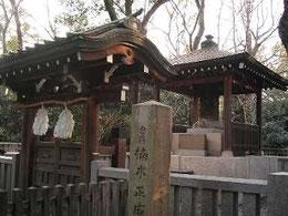 湊川神社楠公墓所