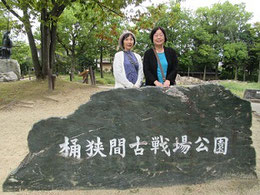 進藤多万さん(右)、見延典子(左)