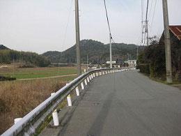 西国街道、上田邸があった辺りの風景   右下の水路の写真も同様