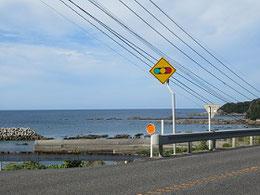 オレンジ鉄道「牛ノ浜」駅前に広がる海