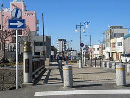 西尾駅から西尾城に向かう。