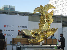 金鯱(雌)              高さ2.58m、重さ1215㎏ うろこ 126枚