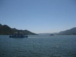 左手が宮島。連絡船から岩国方向、室浜砲台跡のあるあたりを望む。