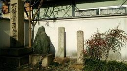 門前にある松尾芭蕉の碑