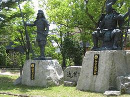 古戦場公園の銅像、戦場の面影はない。