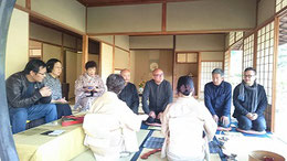 左から2人目から進藤多万さん、石村代表