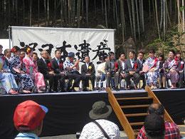 祝賀式典の様子、中央左名古屋市長