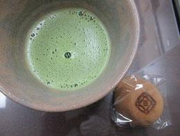 お楽しみ。例会の「抹茶とお菓子」